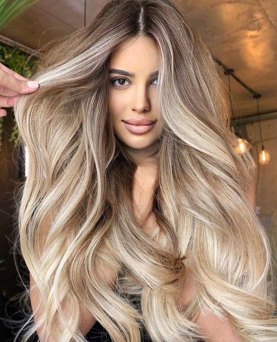 Ξανθό μπαλαγιάζ σε καστανά μαλλιά: εντυπωσιακά looks - The Cover