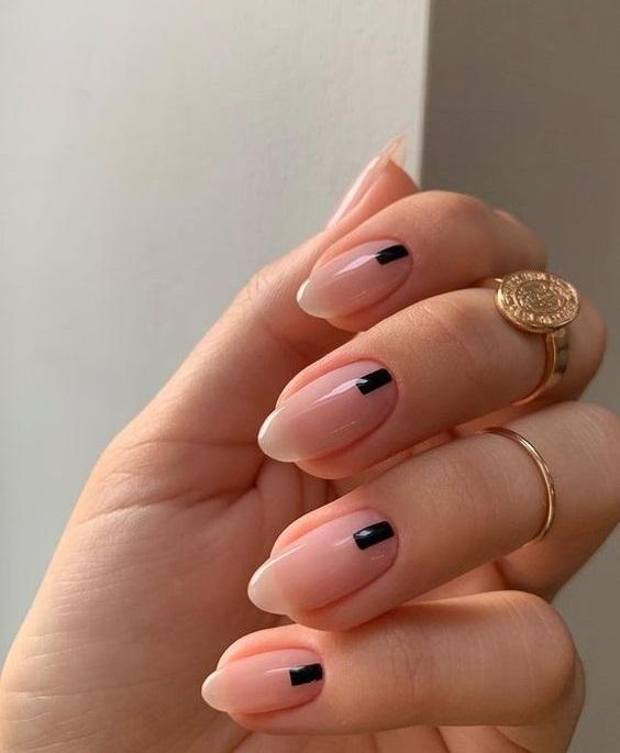 Μίνιμαλ νύχια-The-Cover