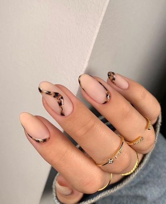 Νύχια ταρταρούγα: το νέο μεγάλο nail trend - The Cover